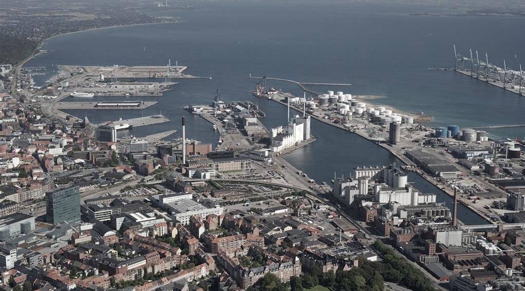 Havnen set fra land_desat.jpg